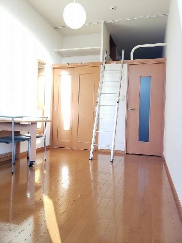 レオパレスライズ 106号室のリビング