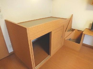 レオパレスエントピア 203号室の収納
