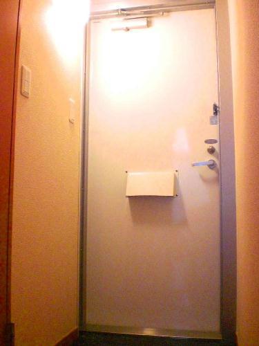 レオパレスグレープヒルB 101号室の玄関
