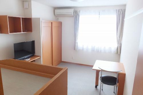 レオパレスラフィーネA 205号室のリビング