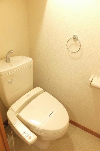 レオパレスラフィーネA 205号室のトイレ