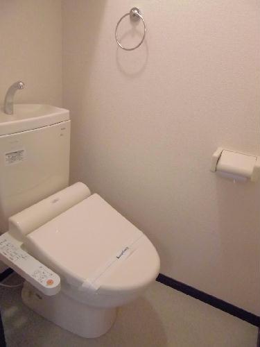 レオネクストFree One 202号室のトイレ