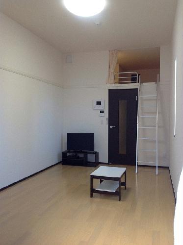 ミランダイーゼル 103号室のリビング