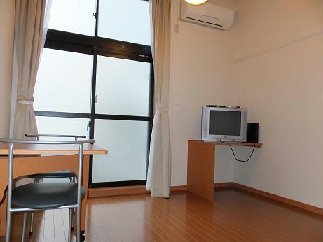 レオパレスメルベーユ 106号室のリビング