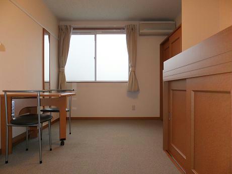レオパレスゲンキ 203号室のリビング