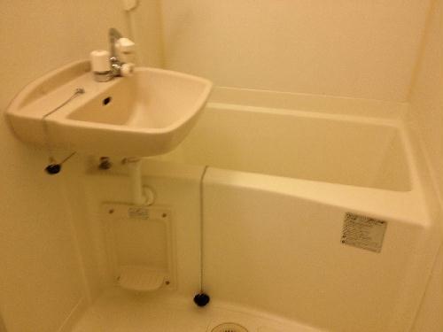 レオパレスコンプリートN 103号室の風呂