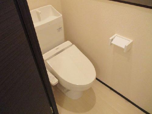 クレイノROUTE 16 302号室のトイレ