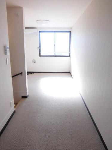 レオネクストクラジヤイ 112号室のリビング