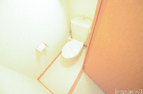 レオパレス東部 207号室のトイレ