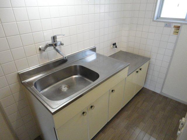 クリスタルハイツⅠ 00102号室のキッチン