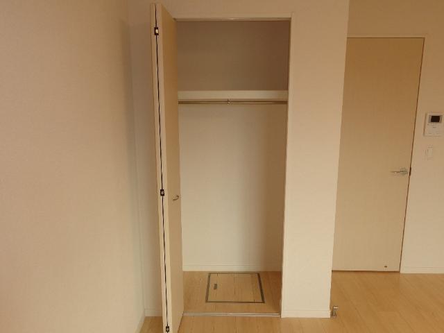 ベース新田南 00102号室の収納