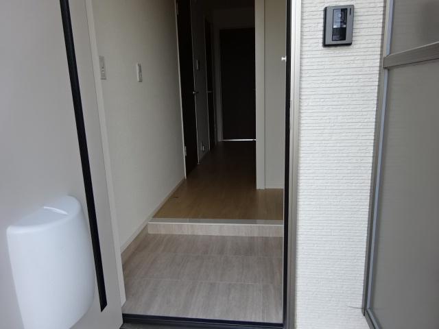 イニシオA 101号室の玄関