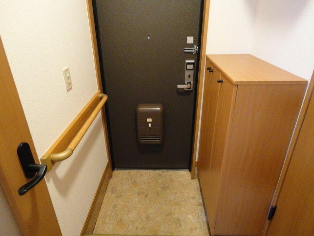サウス・フォレストA 00103号室の玄関