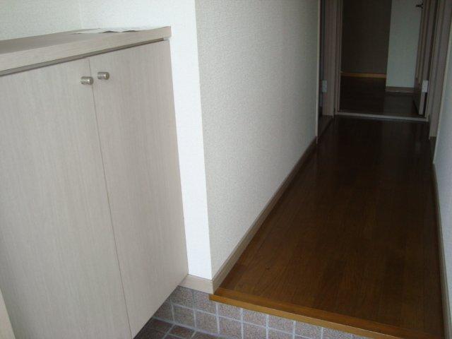 サニプレイス遊 00103号室の玄関