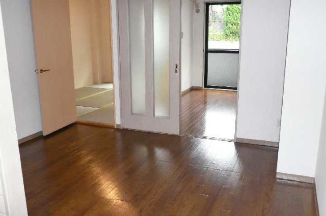 レジデンス梶ヶ谷 00202号室のリビング