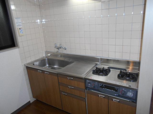 レジデンス梶ヶ谷 00202号室のキッチン