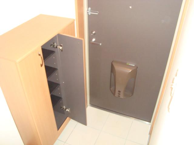 グラディオラスガーデン 00103号室の玄関