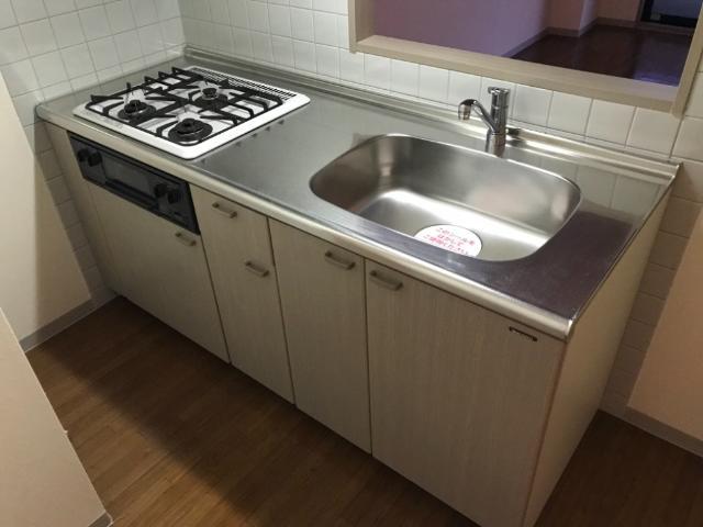 ロイヤルヒルズ 206号室のキッチン