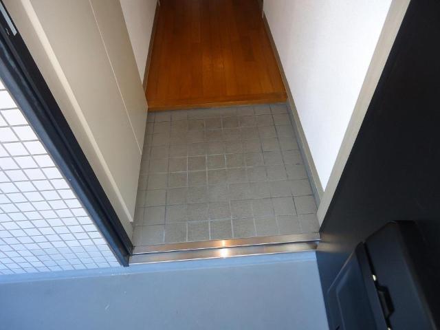 ロイヤルヒルズ 106号室の玄関