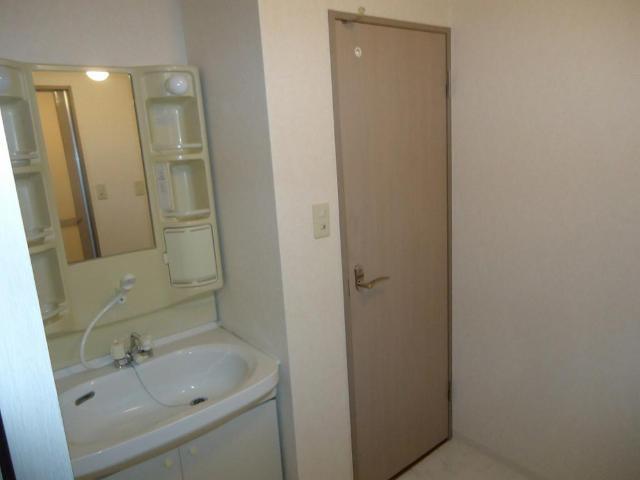 ロイヤルヒルズ 106号室の洗面所