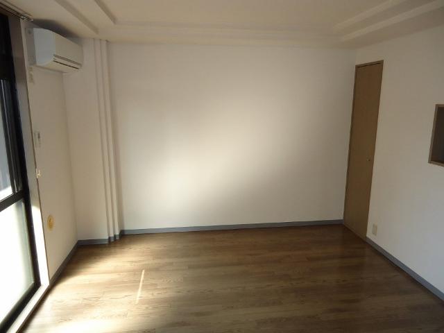 リヴィエールⅡ 00102号室のリビング