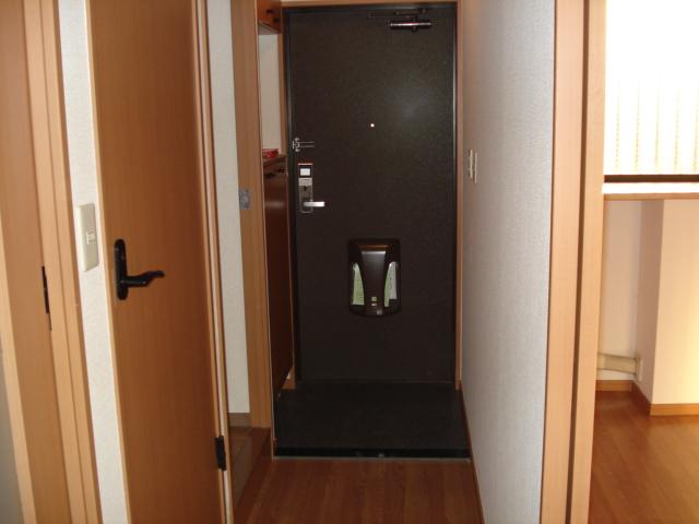 プレッソリーバ 101号室の玄関