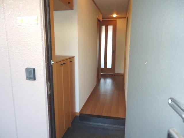 グランド・コート 103号室の玄関