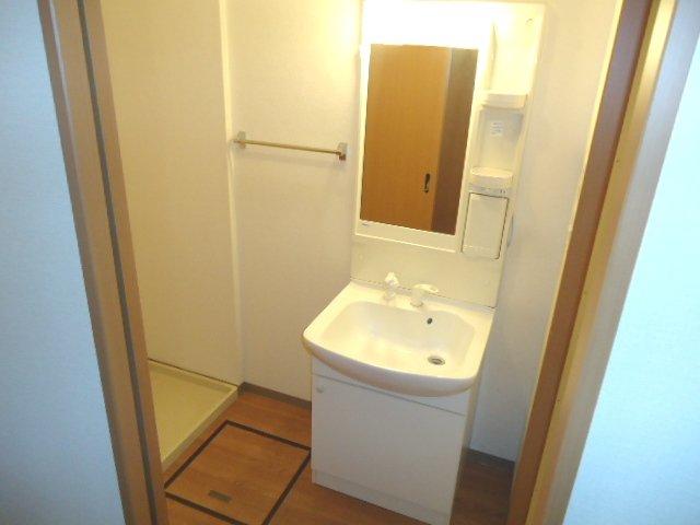 グランド・コート 103号室の洗面所