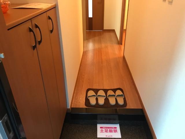 ウィステリア 103号室の玄関
