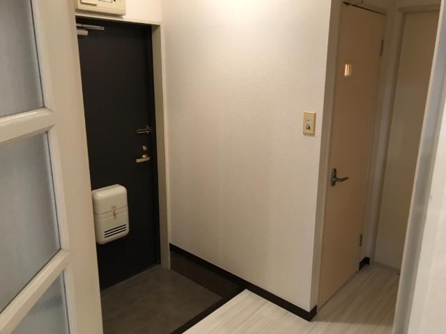シャトー栗原 103号室の玄関