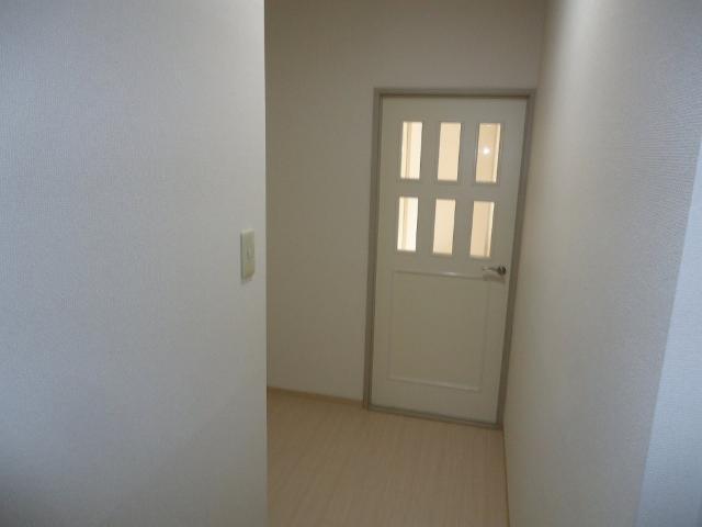 シャトー栗原2 102号室の玄関