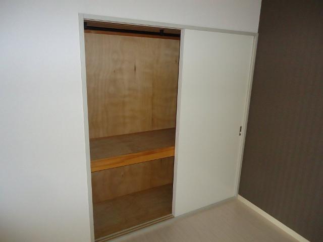 シャトー栗原2 102号室の収納