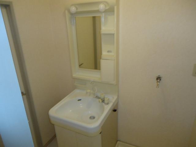 シャトー栗原2 102号室の洗面所