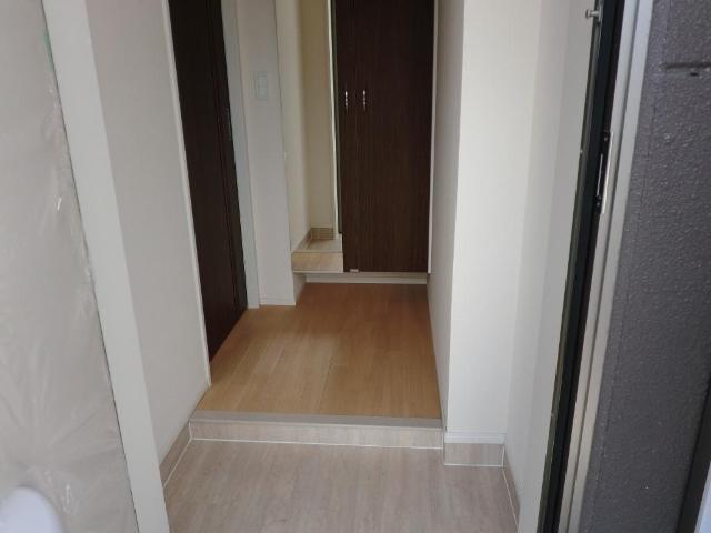フレッサ グッデイ 203号室の玄関