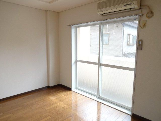 ルミナス田口 00101号室のリビング