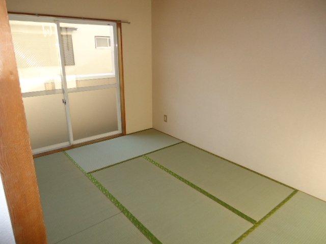 ルミナス田口 00101号室の居室
