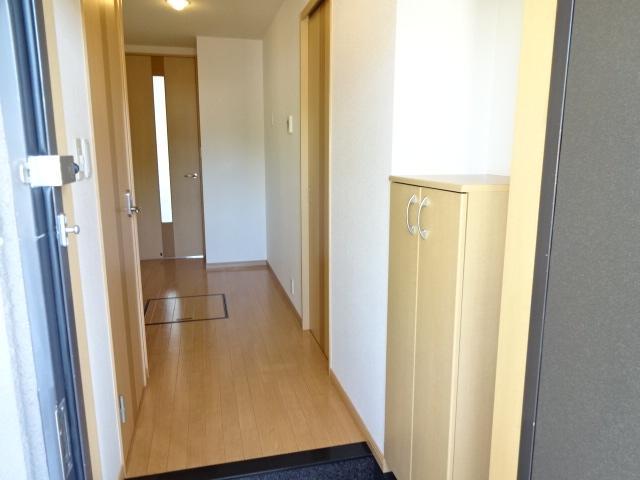 グランディア サリオ 101号室の玄関