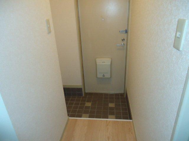 ハイツパークサイド 205号室の玄関