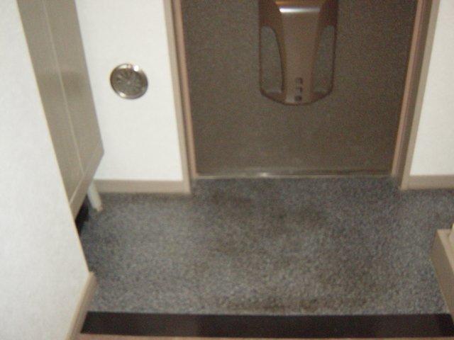 フォレスト粕川 C棟 206号室の玄関