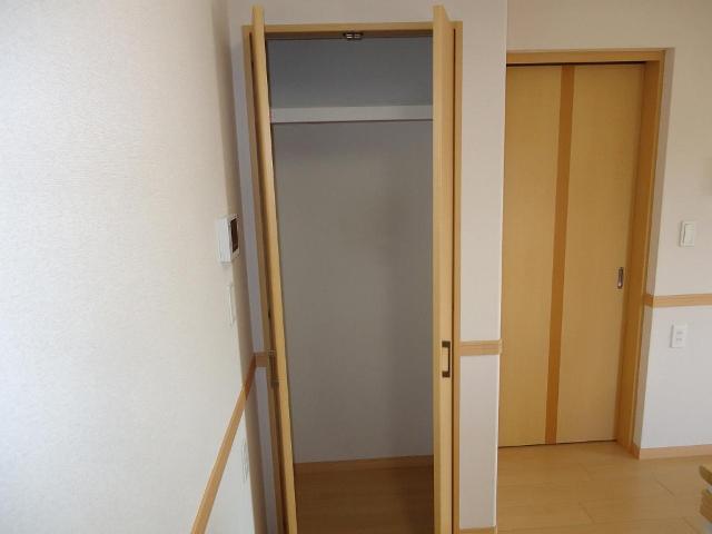 カーサ・コスモ 00201号室の収納
