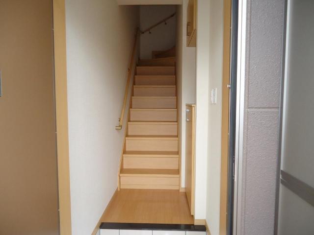 ギャレットコート 205号室の玄関