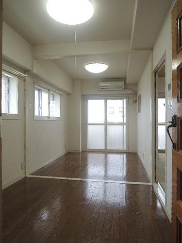 ライオンズマンション下目黒 601号室のリビング