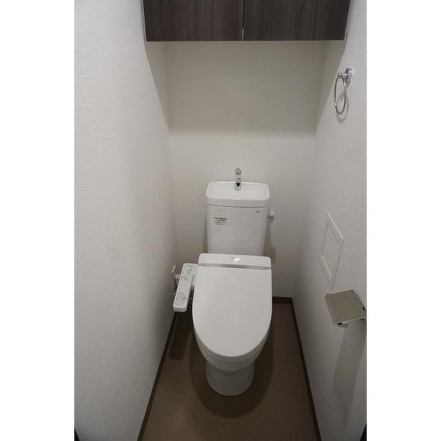 コンフォリア世田谷上馬 0601号室のトイレ