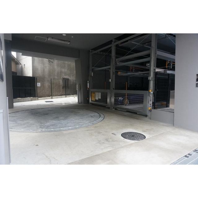 コンフォリア世田谷上馬 0601号室の駐車場