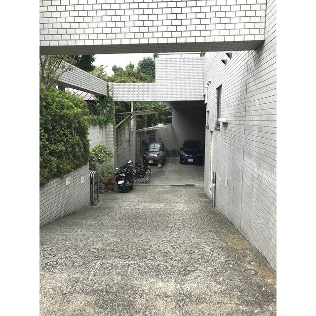 パストラル野沢壱番館 301号室の駐車場