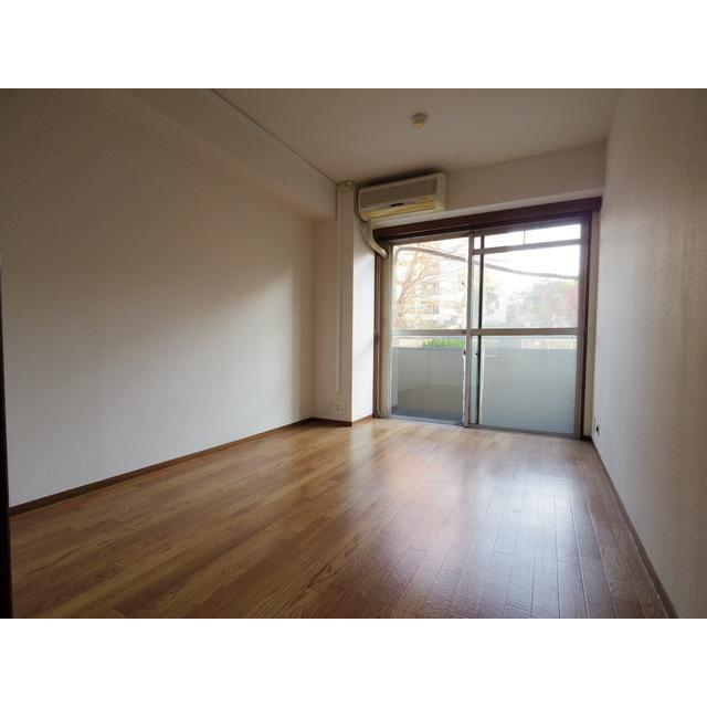 ロイヤルパレス渋谷 202号室のリビング