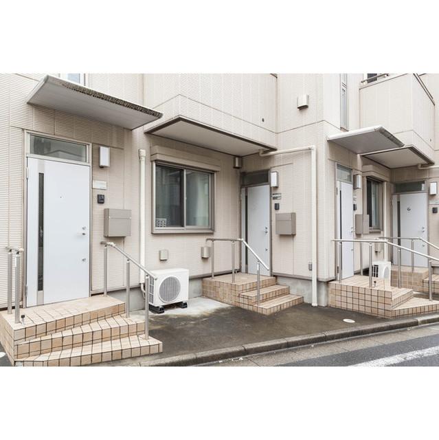 プレジール駒沢のエントランス