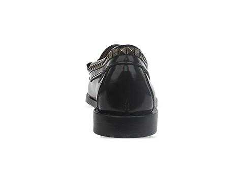 Caminando In Negro Bit Studs Loafer