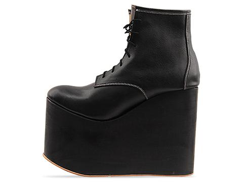 Deandri In Black On Black Wood Hansel Wedges