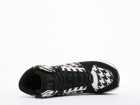 DKNY In Black White Jansen Runway